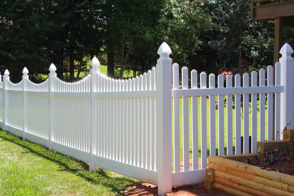 Choose vinyl picket fencing from Country Estate.